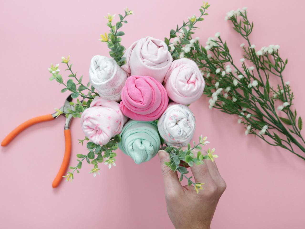Diy Baby Shower Onesie Bouquet