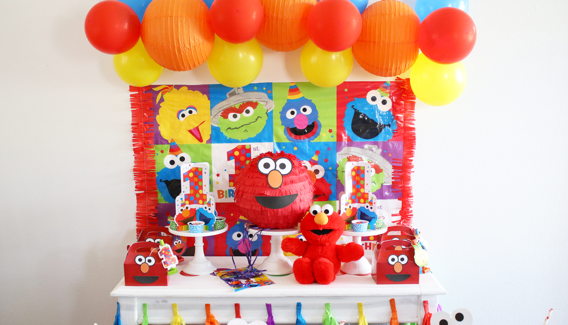 Elmo 1St Birthday Party Decorations from cl-drupal.orientaltrading.com