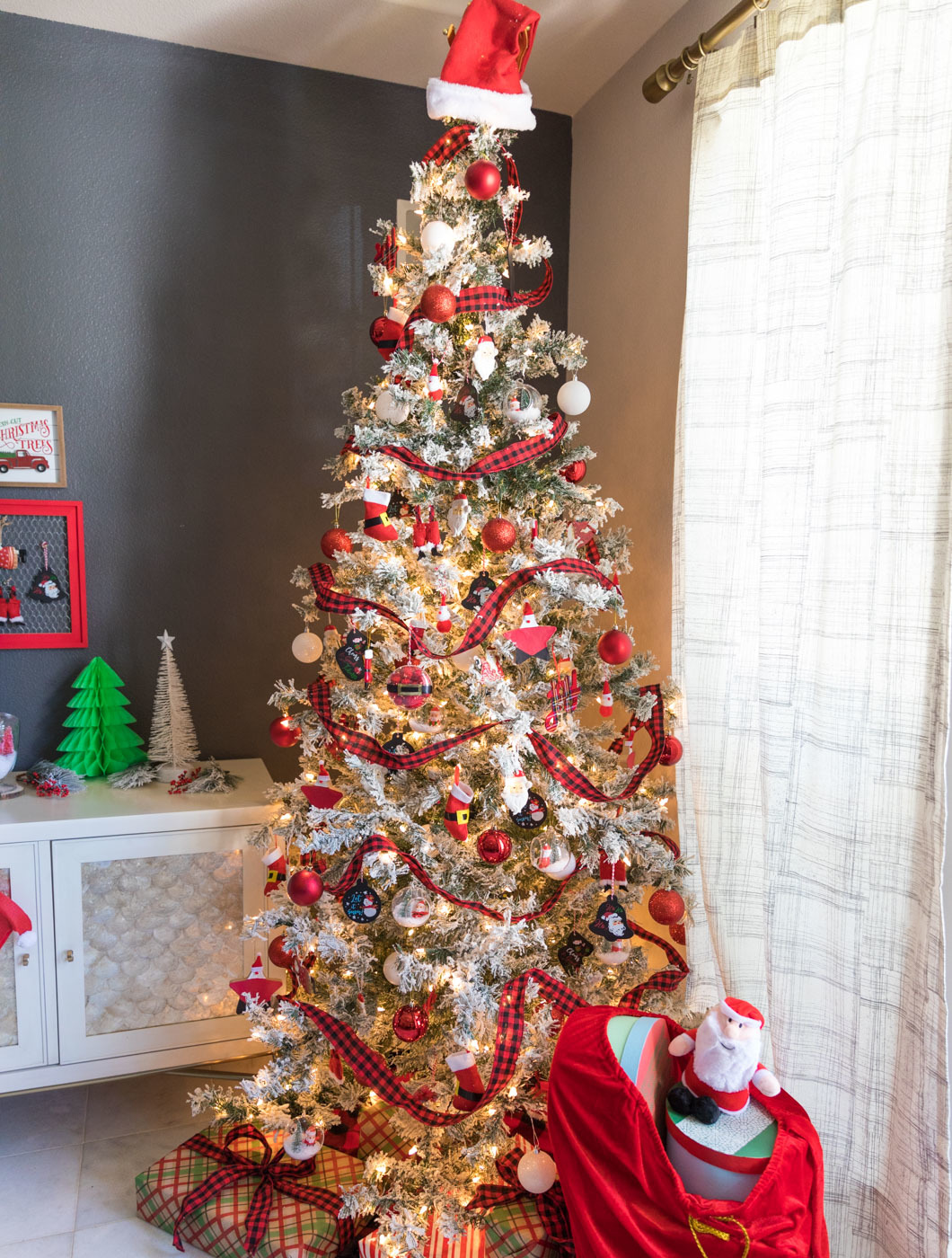 Santa Claus Themed Christmas Tree and Decor