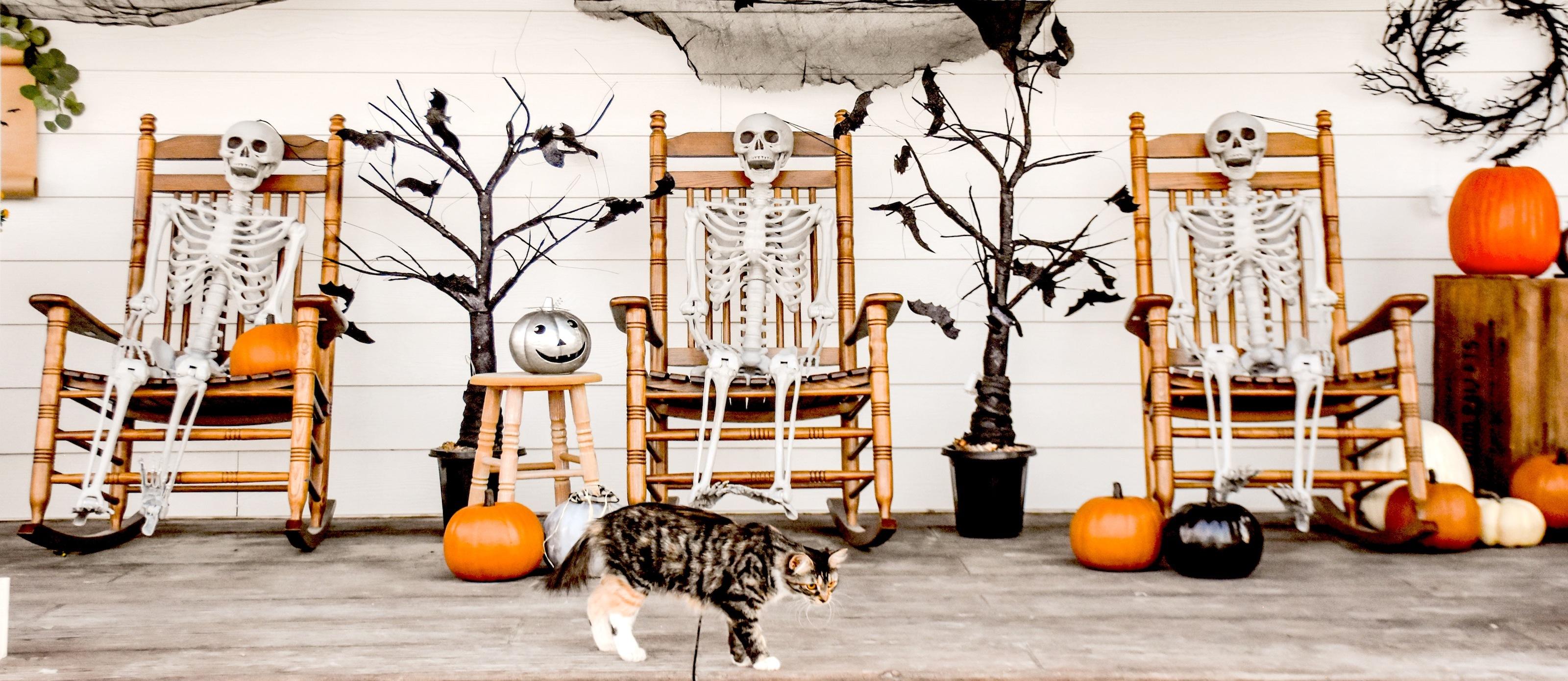 Halloween Farmhouse Front Porch Decor Ideas