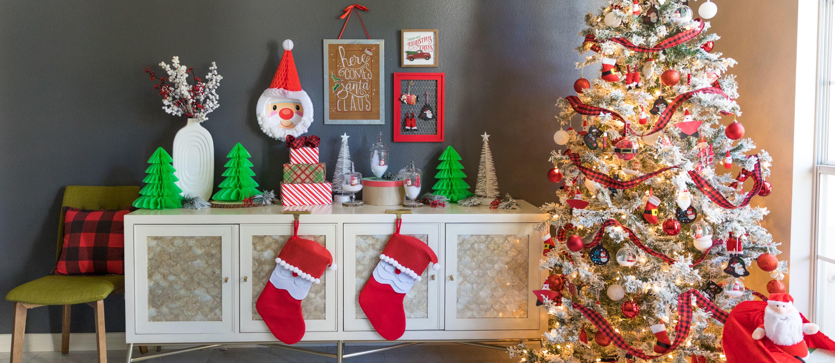 Santa Claus Themed Christmas Tree And Decor Fun365