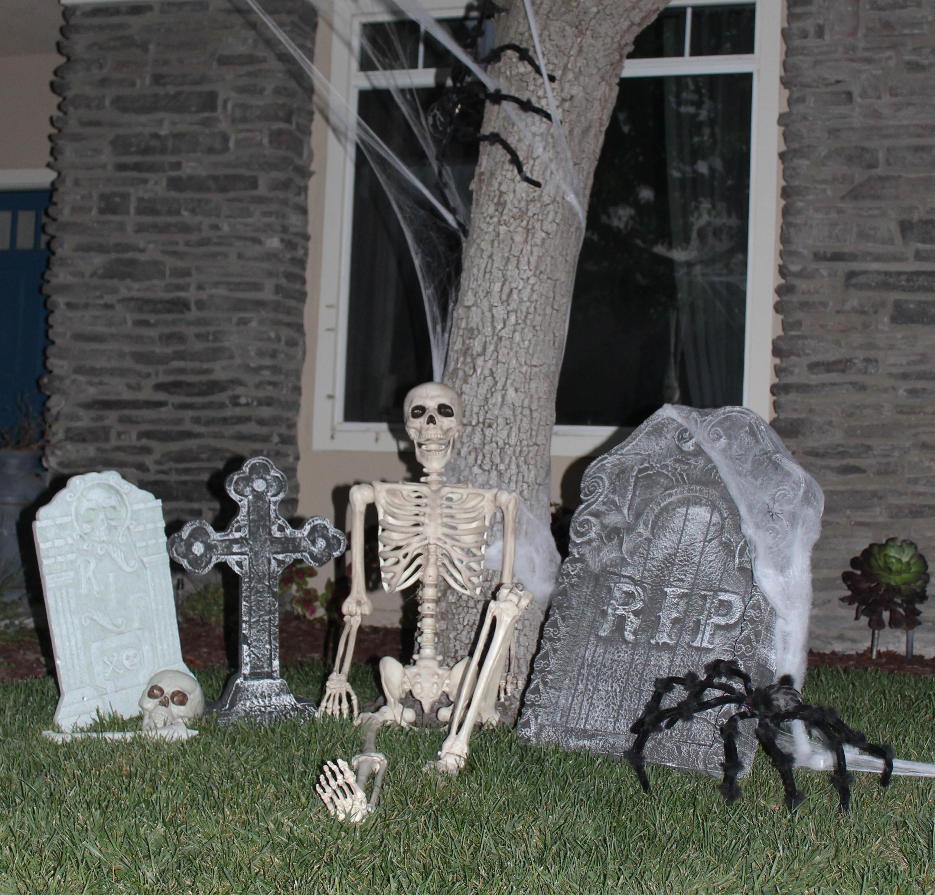 Halloween Graveyard Idea