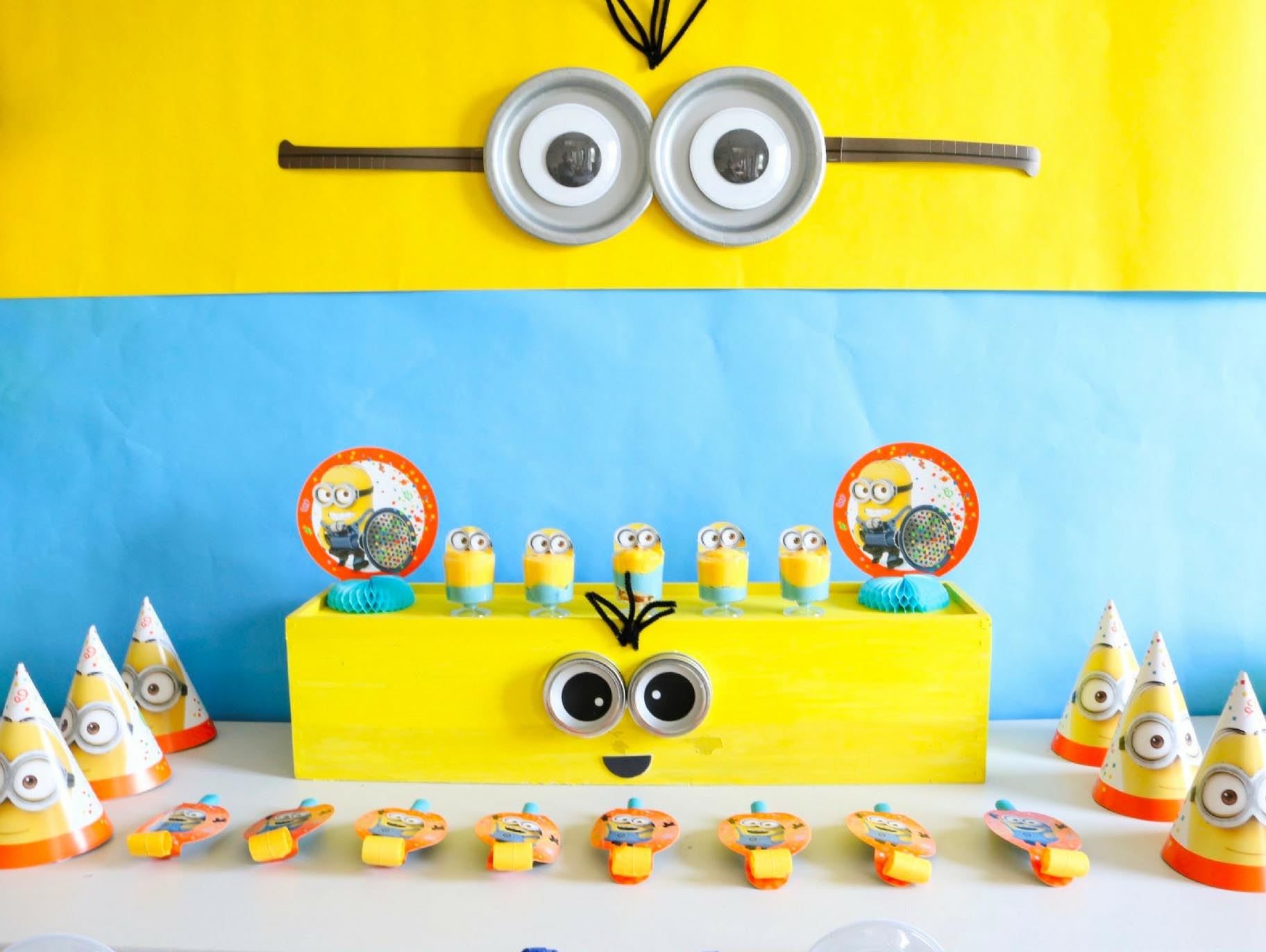 Swell Diy Minion Backdrop And Dessert Table Fun365 Personalised Birthday Cards Paralily Jamesorg