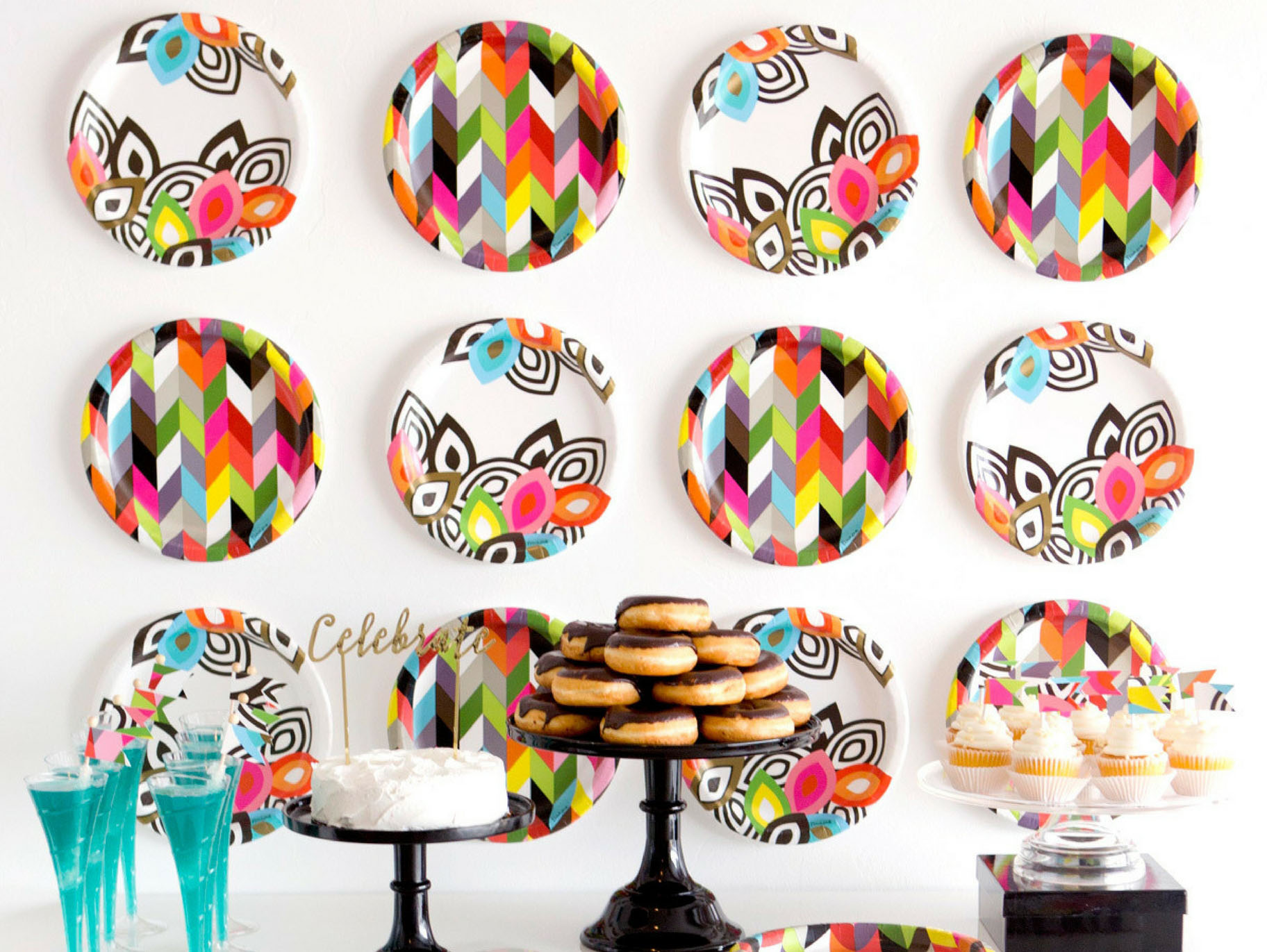 How To Make A Diy Paper Plate Backdrop Fun365