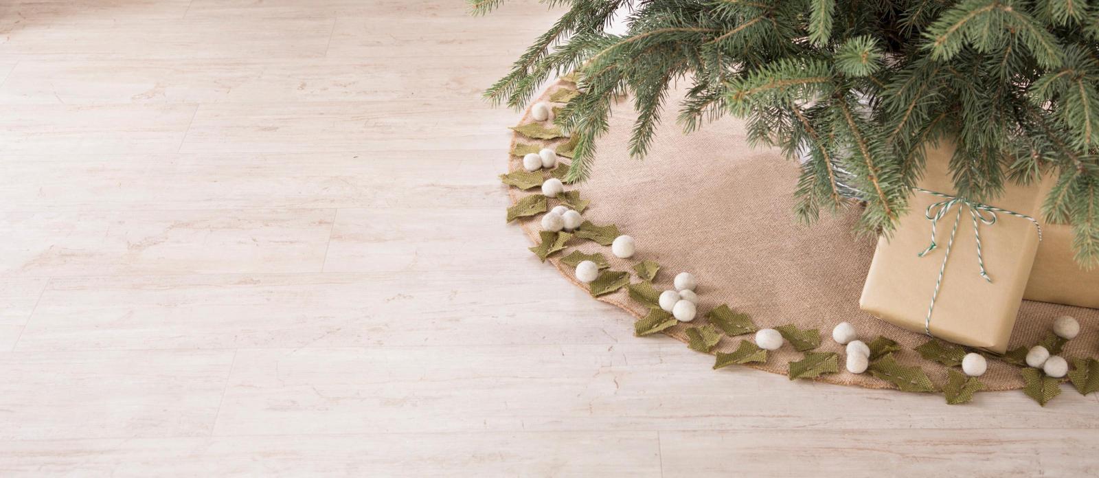Farmhouse Christmas Burlap Tree Skirt Fun365